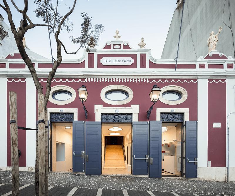 Fachada do LU.CA -Teatro Luís de Camões.