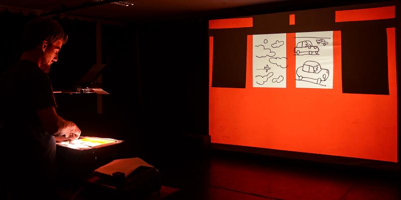 João Fazenda projecta desenho seus no espetáculo «Retrato Falado».