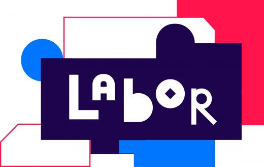 A palavra Labor está escrita a branco sobre fundo azul escuro, com formas irregulares a ciano e encarnado.