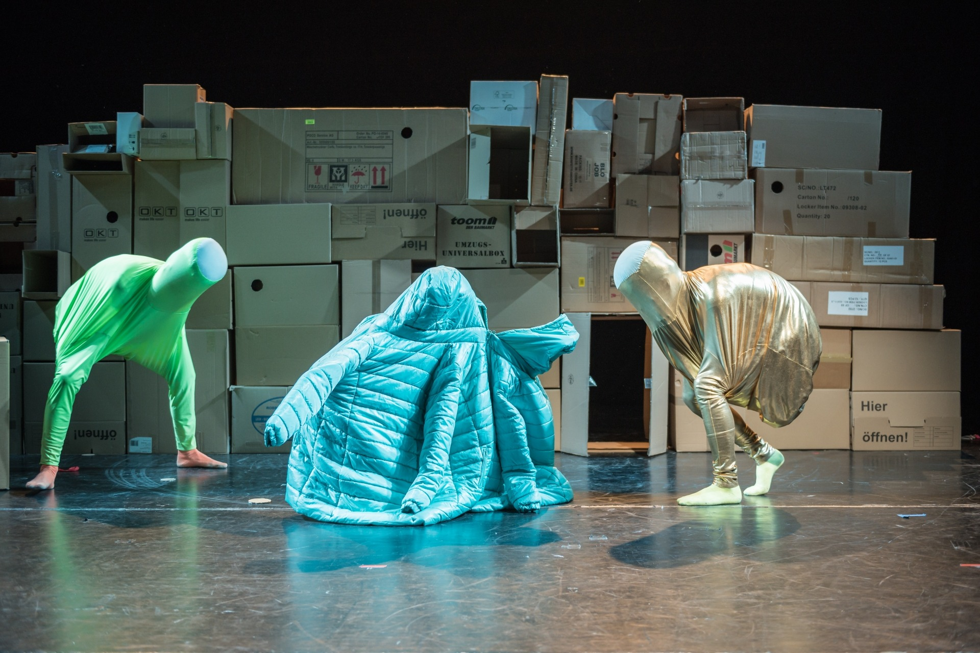 Colette Sadle: We are the Monsters. Theater an der Parkaue 2015.