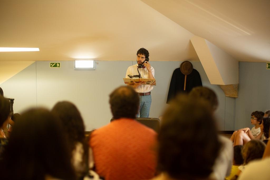 fotografia de Miguel Fragata numa sessão de leituras encenadas no entrepiso do Lu.Ca